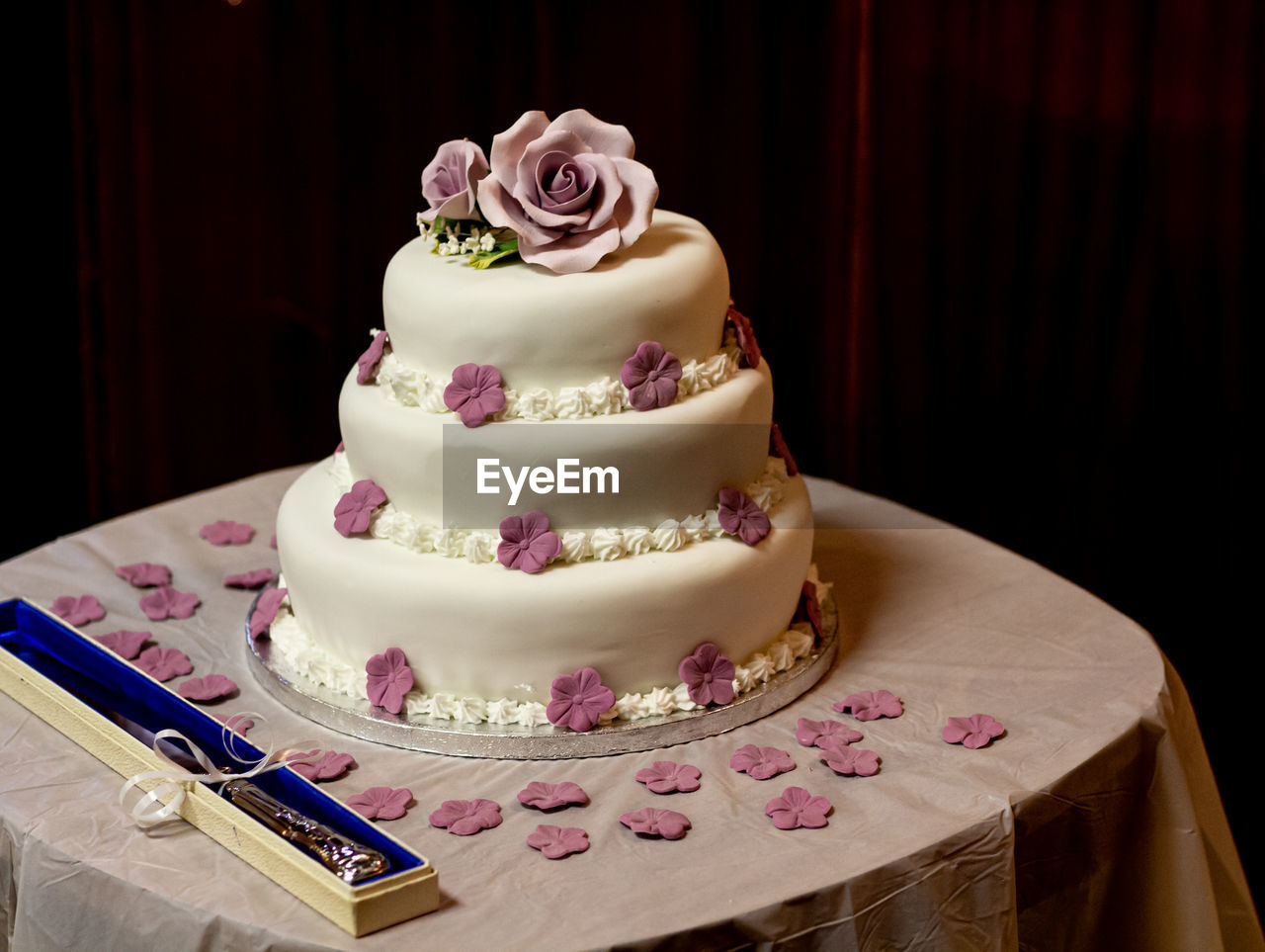 CLOSE-UP OF CAKE ON TABLE WITH BREAD