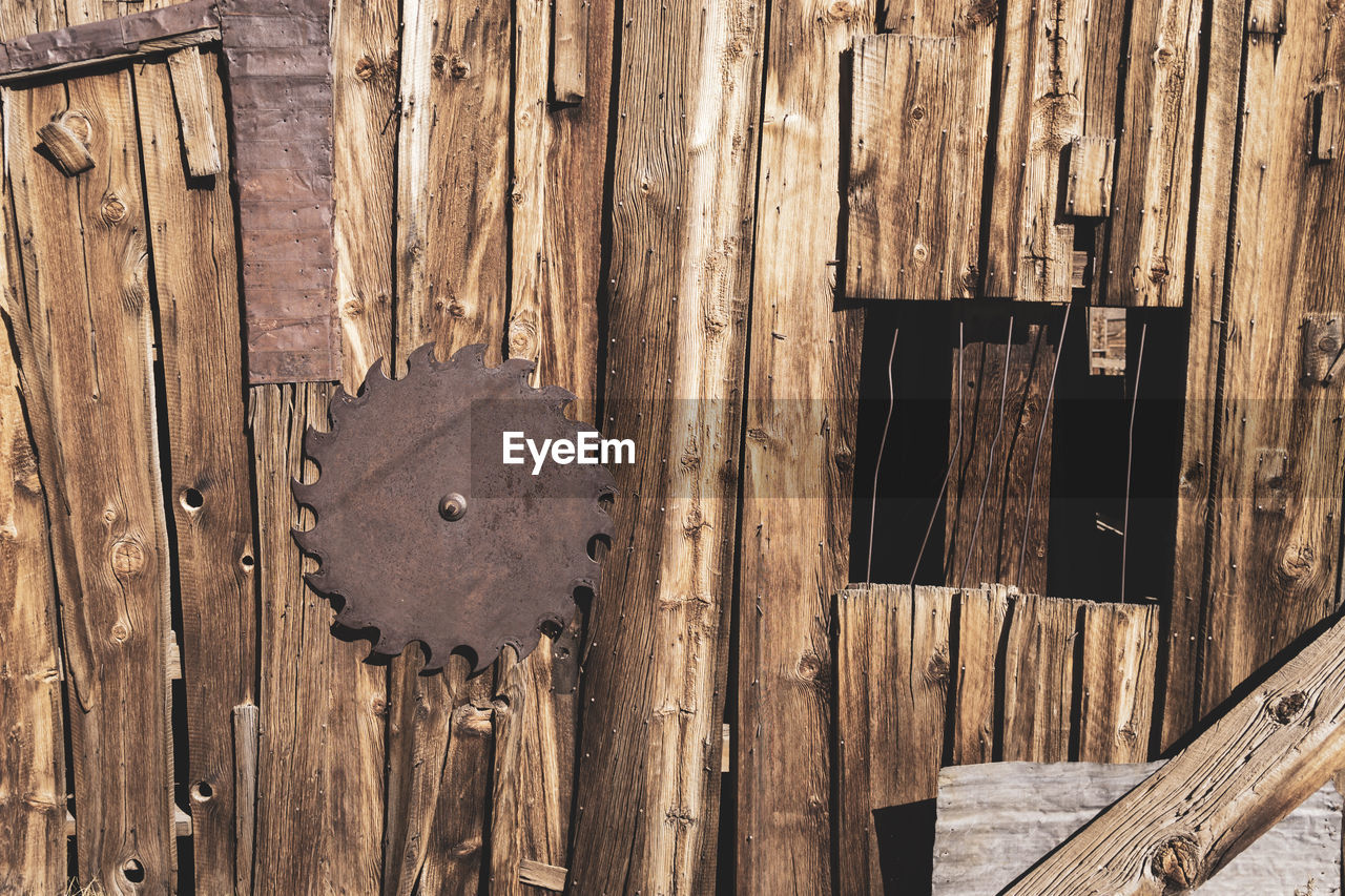 wood - material, no people, day, shape, brown, door, close-up, security, pattern, entrance, built structure, full frame, textured, outdoors, old, design, geometric shape, plank, birdhouse, protection, wood