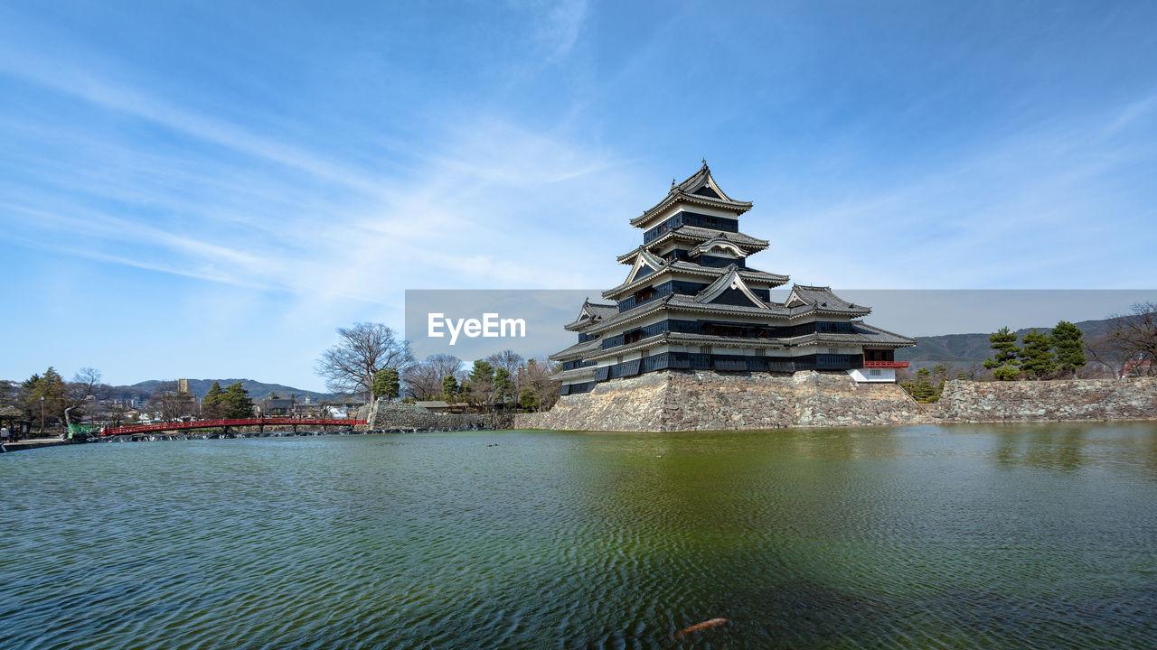 Matsumoto castle by lake
