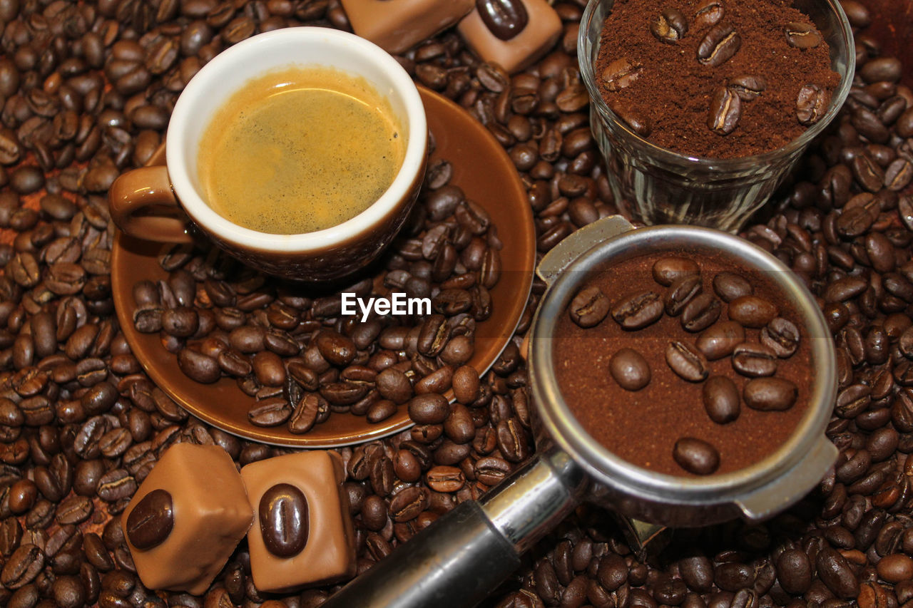 coffee - drink, food and drink, roasted coffee bean, coffee cup, drink, refreshment, coffee bean, brown, raw coffee bean, freshness, roasted, no people, close-up, food, large group of objects, frothy drink, indoors, bean, cappuccino, mocha, day