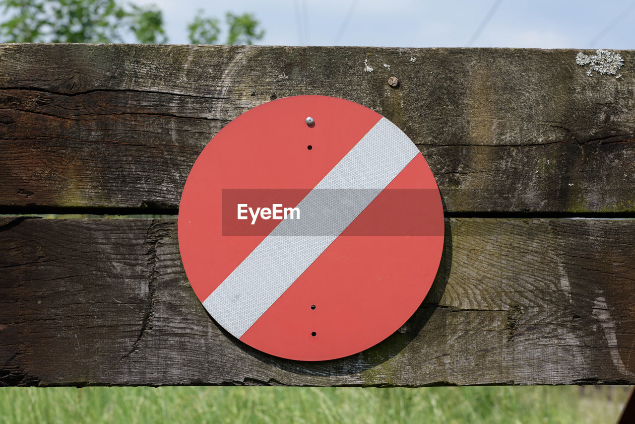 red, circle, warning sign, day, outdoors, wood - material, close-up, guidance, no people, wooden post, road sign, nature