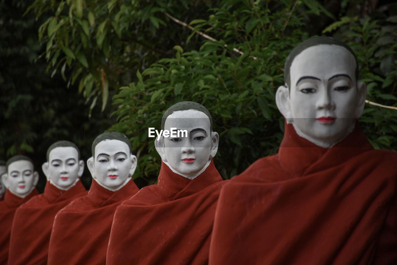 Statue of buddha in row