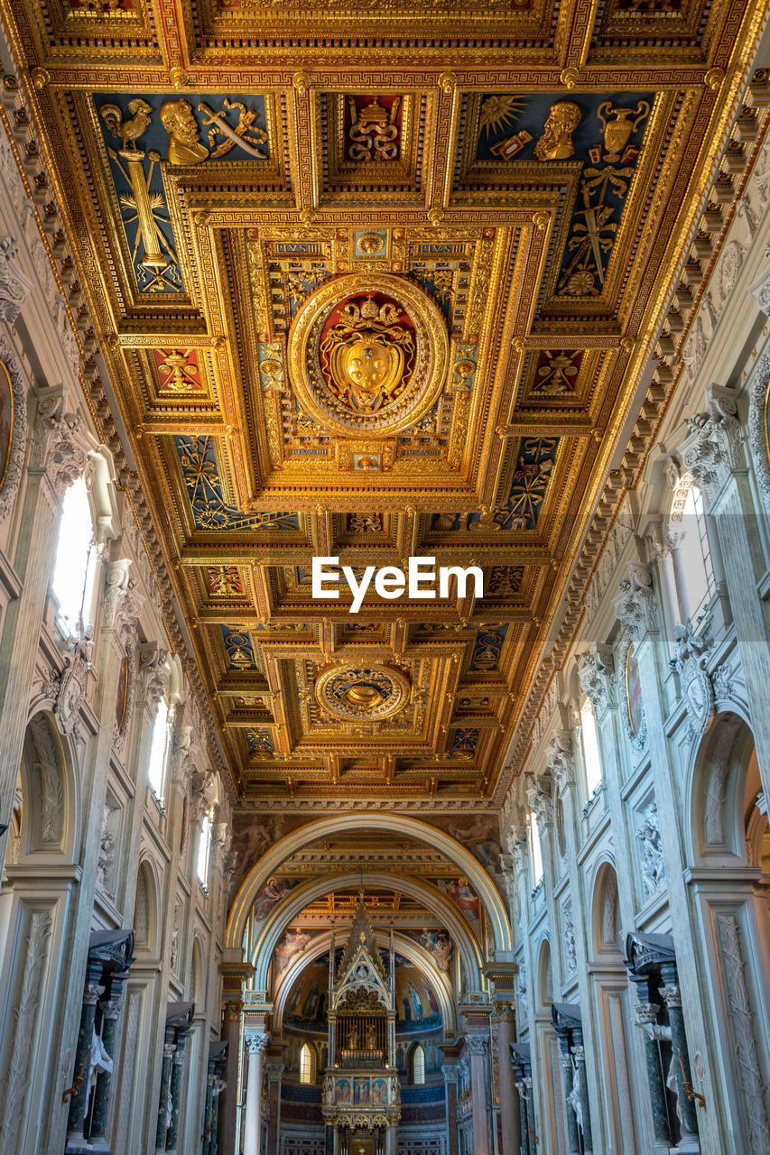 architecture, ceiling, indoors, built structure, architectural column, low angle view, religion, place of worship, arch, no people, belief, spirituality, building, ornate, the past, history, lighting equipment, architecture and art, mural, fresco, altar, luxury
