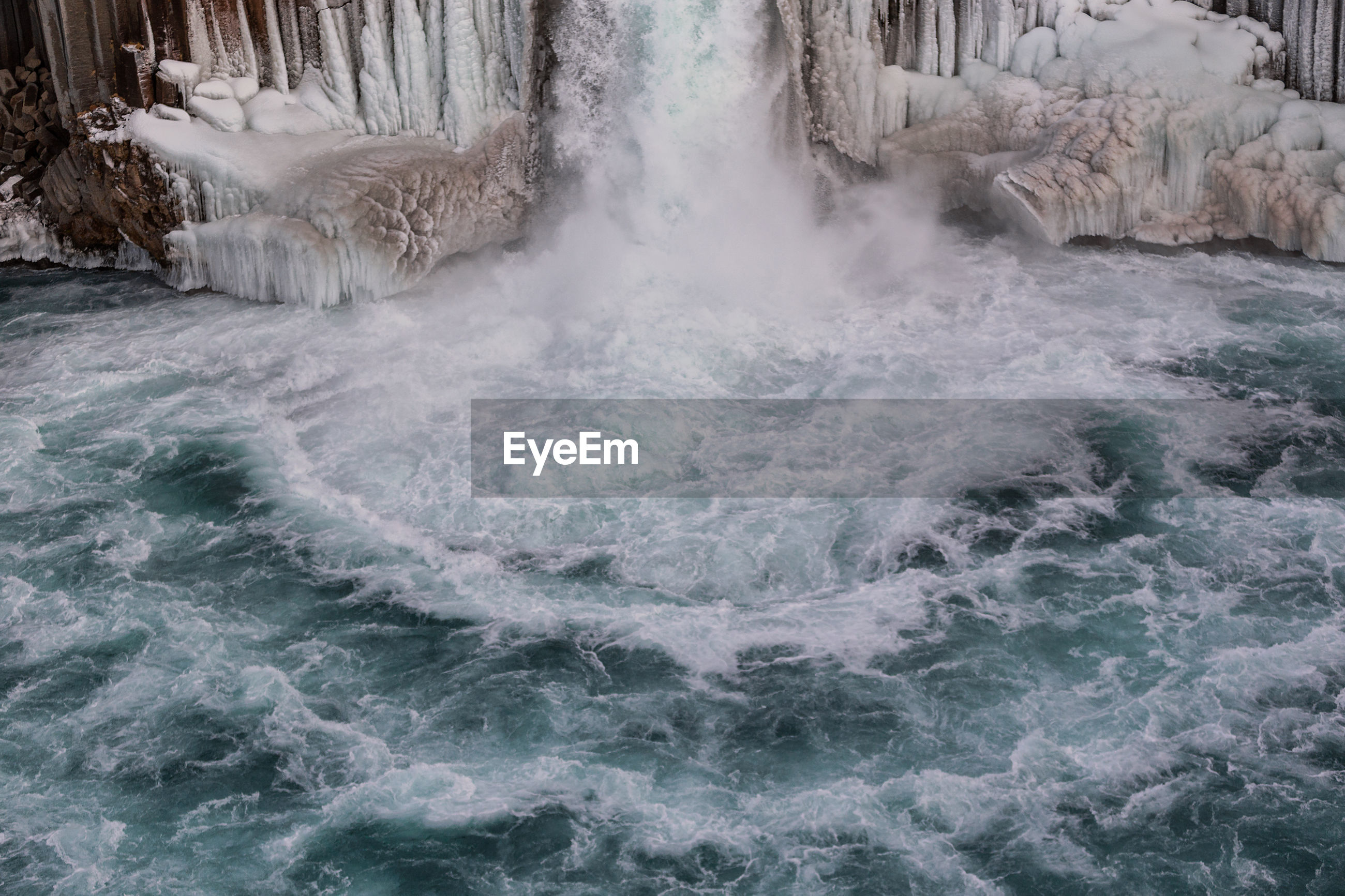 WATER FLOWING IN SEA