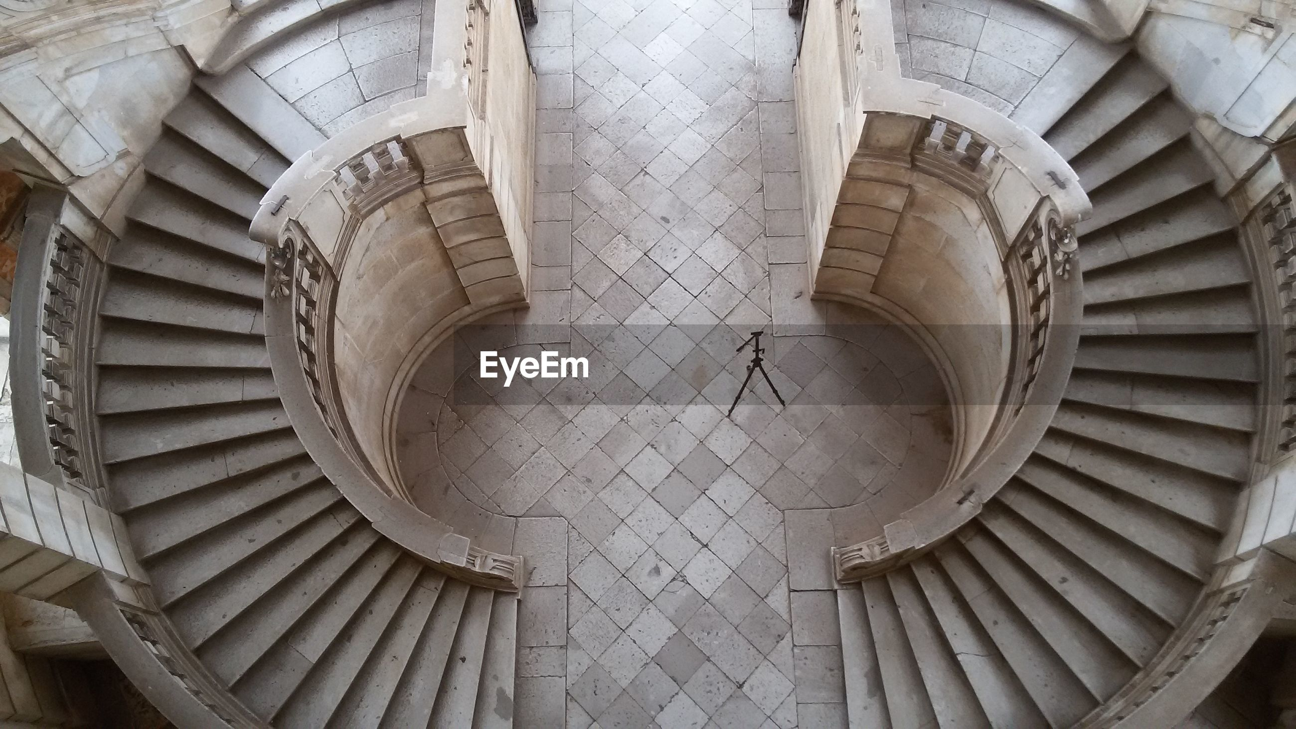 architecture, built structure, indoors, ceiling, pattern, low angle view, architectural feature, circle, spiral staircase, building exterior, design, steps and staircases, famous place, spiral, history, directly below, high angle view, staircase, building, geometric shape