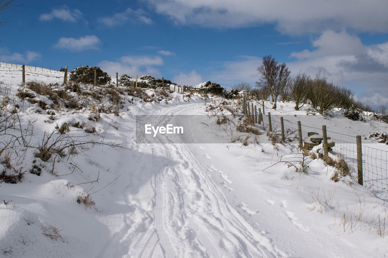 snow, cold temperature, winter, cloud - sky, sky, covering, white color, nature, beauty in nature, scenics - nature, land, field, plant, tranquility, tranquil scene, tree, no people, day, non-urban scene, outdoors, extreme weather, snowcapped mountain, powder snow