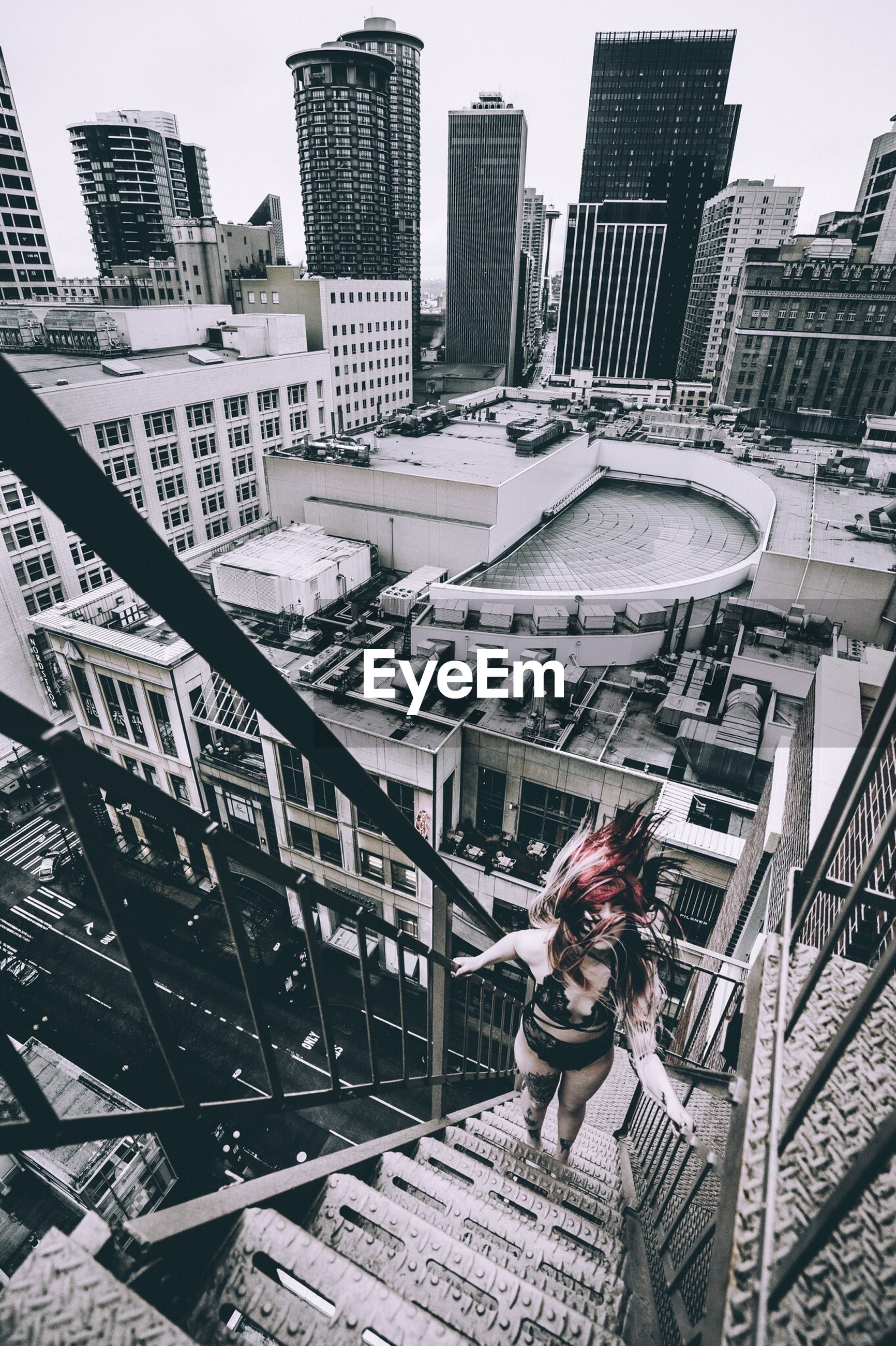 architecture, building exterior, built structure, city, skyscraper, real people, cityscape, city life, outdoors, one person, full length, modern, day, tall, young adult, urban skyline, young women, people