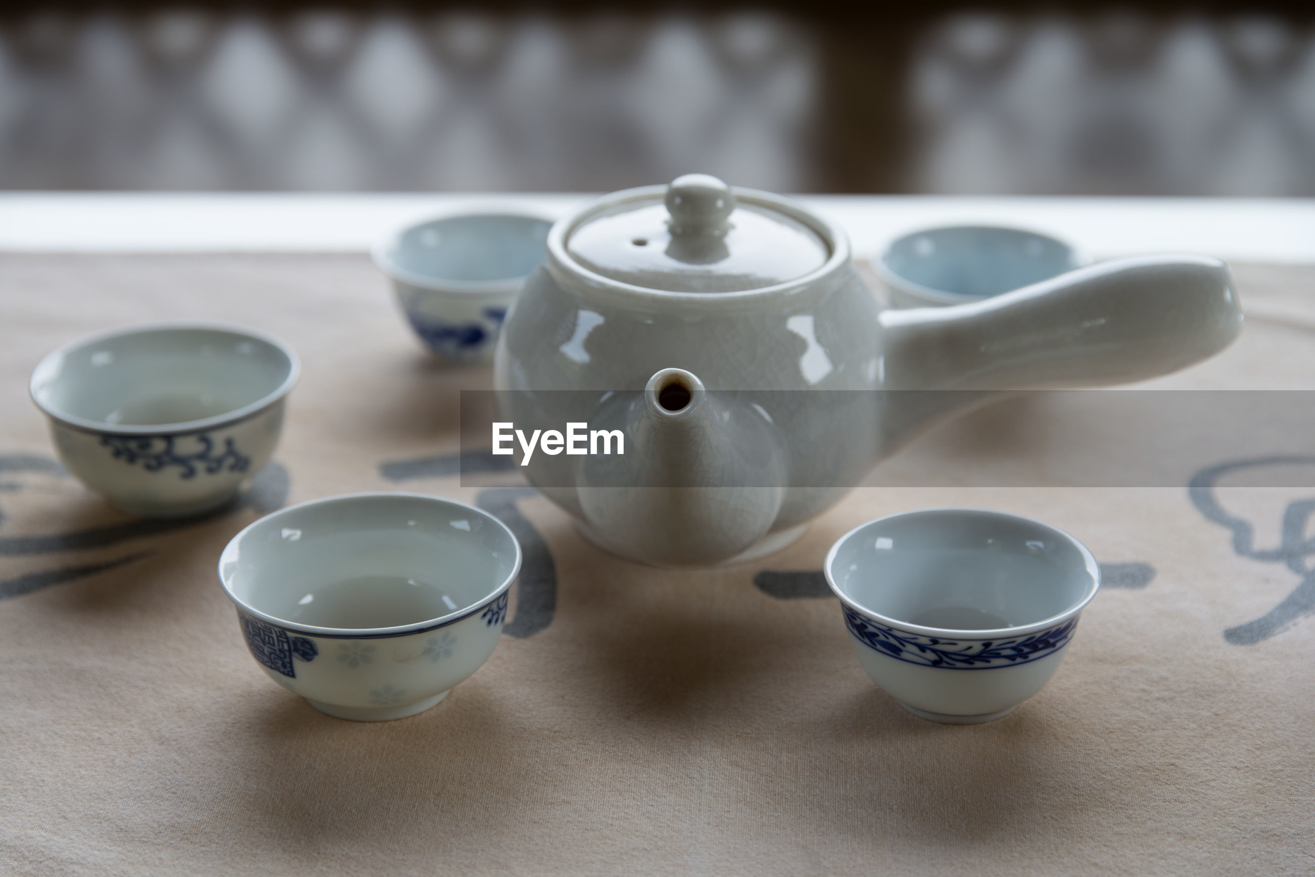 CLOSE-UP OF TEA IN CUP ON TABLE