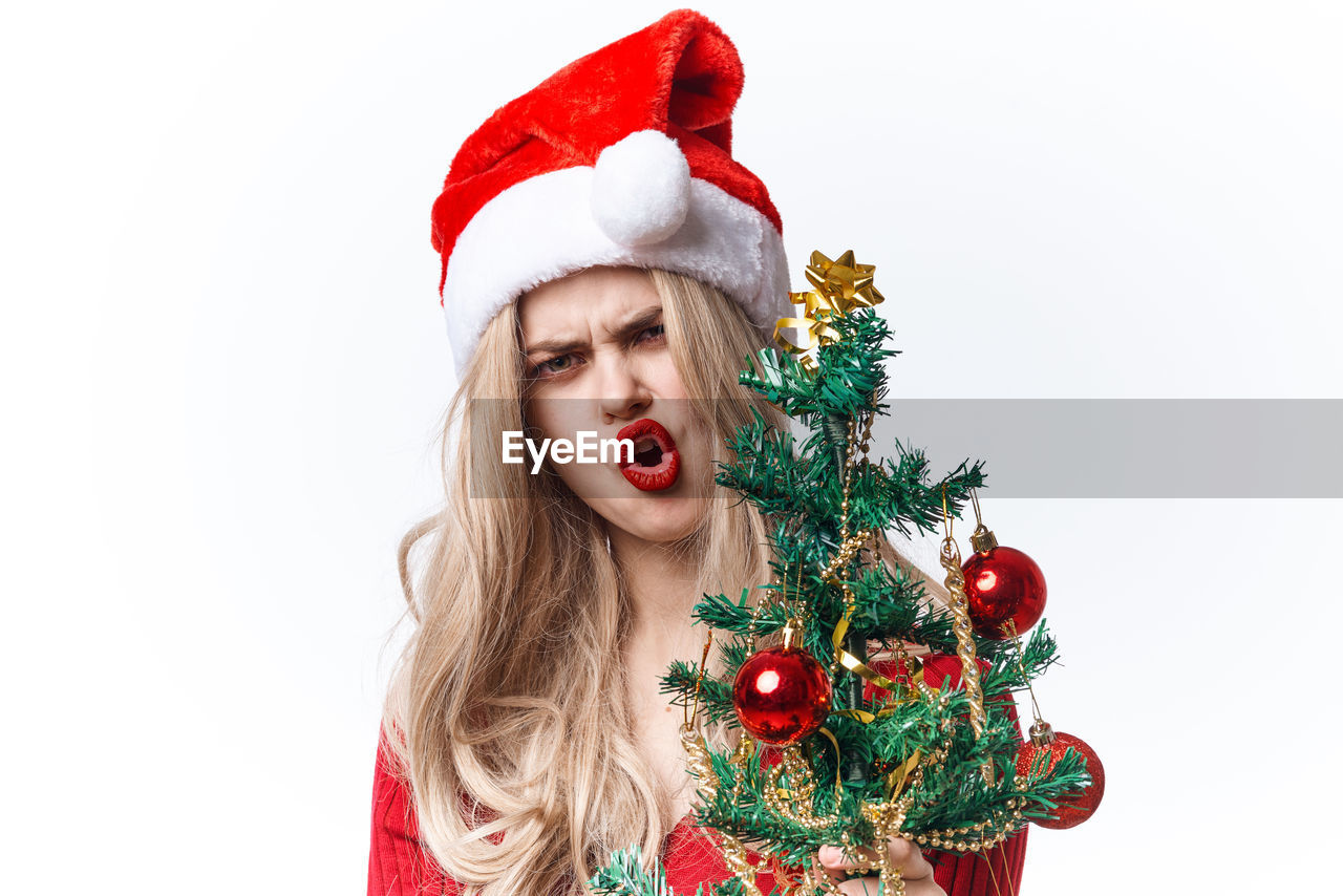 PORTRAIT OF WOMAN WEARING HAT WITH CHRISTMAS TREE