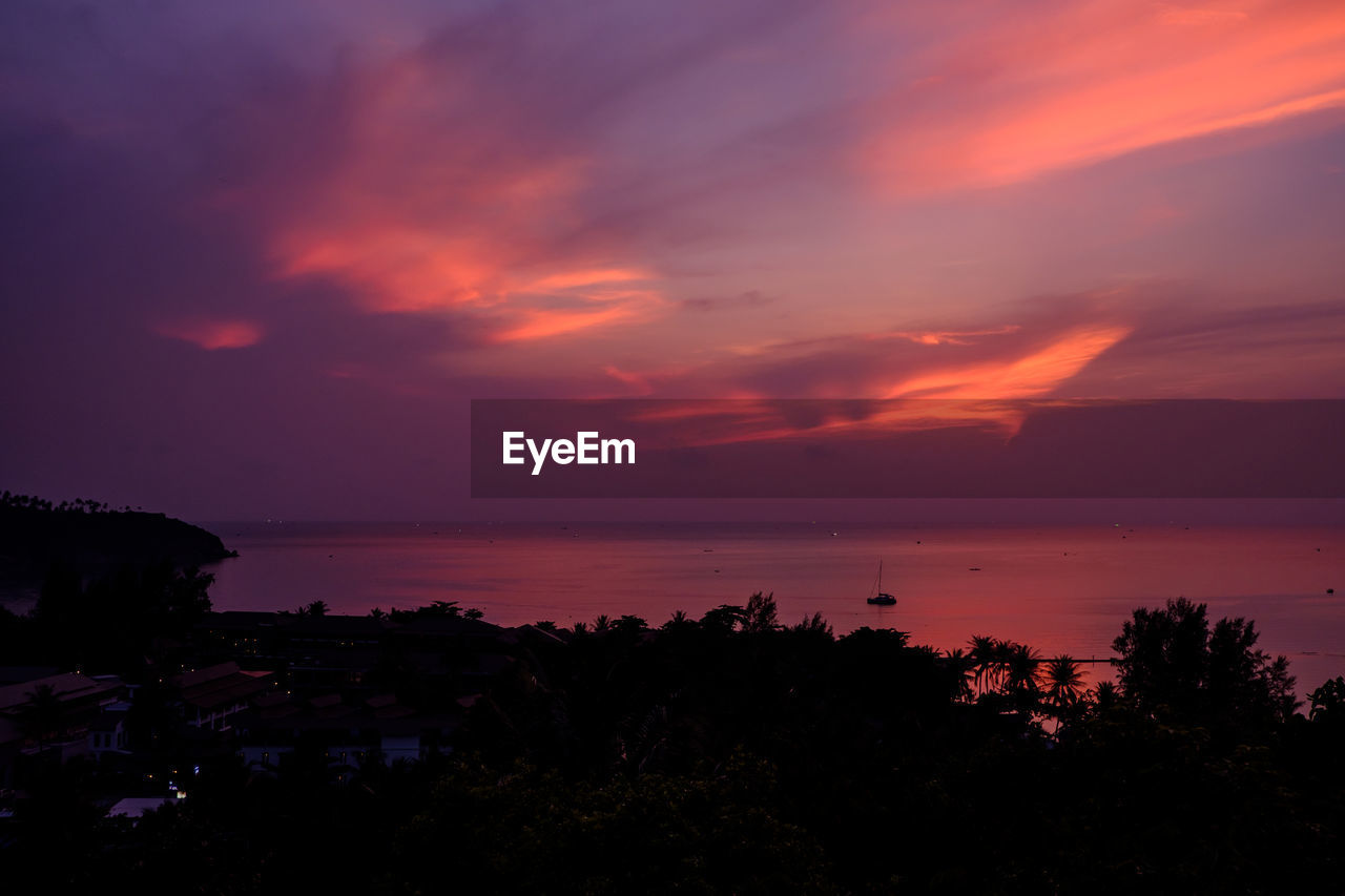sky, scenics - nature, sunset, beauty in nature, water, sea, tranquil scene, tranquility, cloud - sky, horizon over water, no people, horizon, nature, idyllic, silhouette, orange color, non-urban scene, plant, land, outdoors, romantic sky