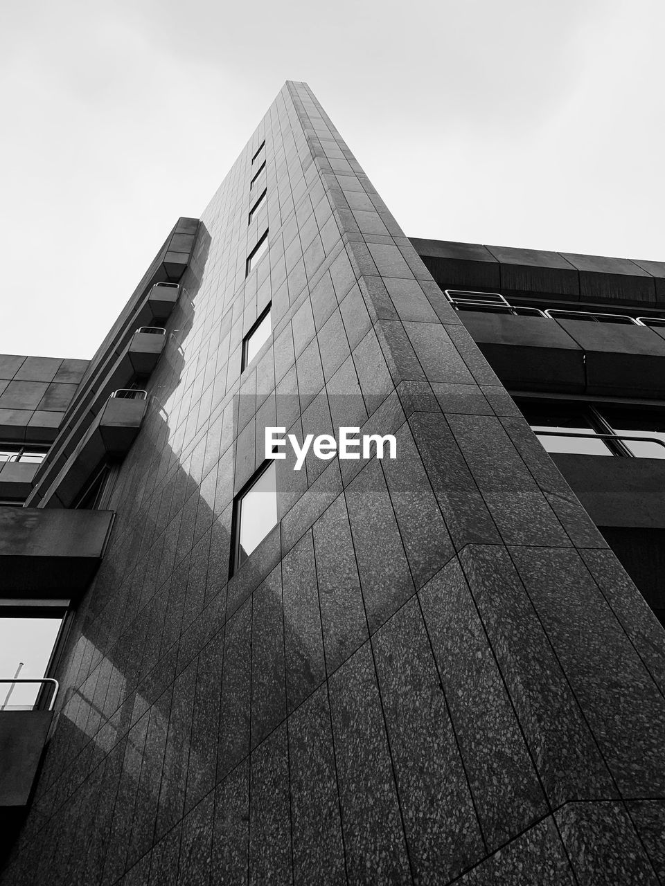 built structure, architecture, building exterior, low angle view, sky, building, city, no people, nature, day, modern, clear sky, office building exterior, office, outdoors, tall - high, window, skyscraper, glass - material, pattern, height