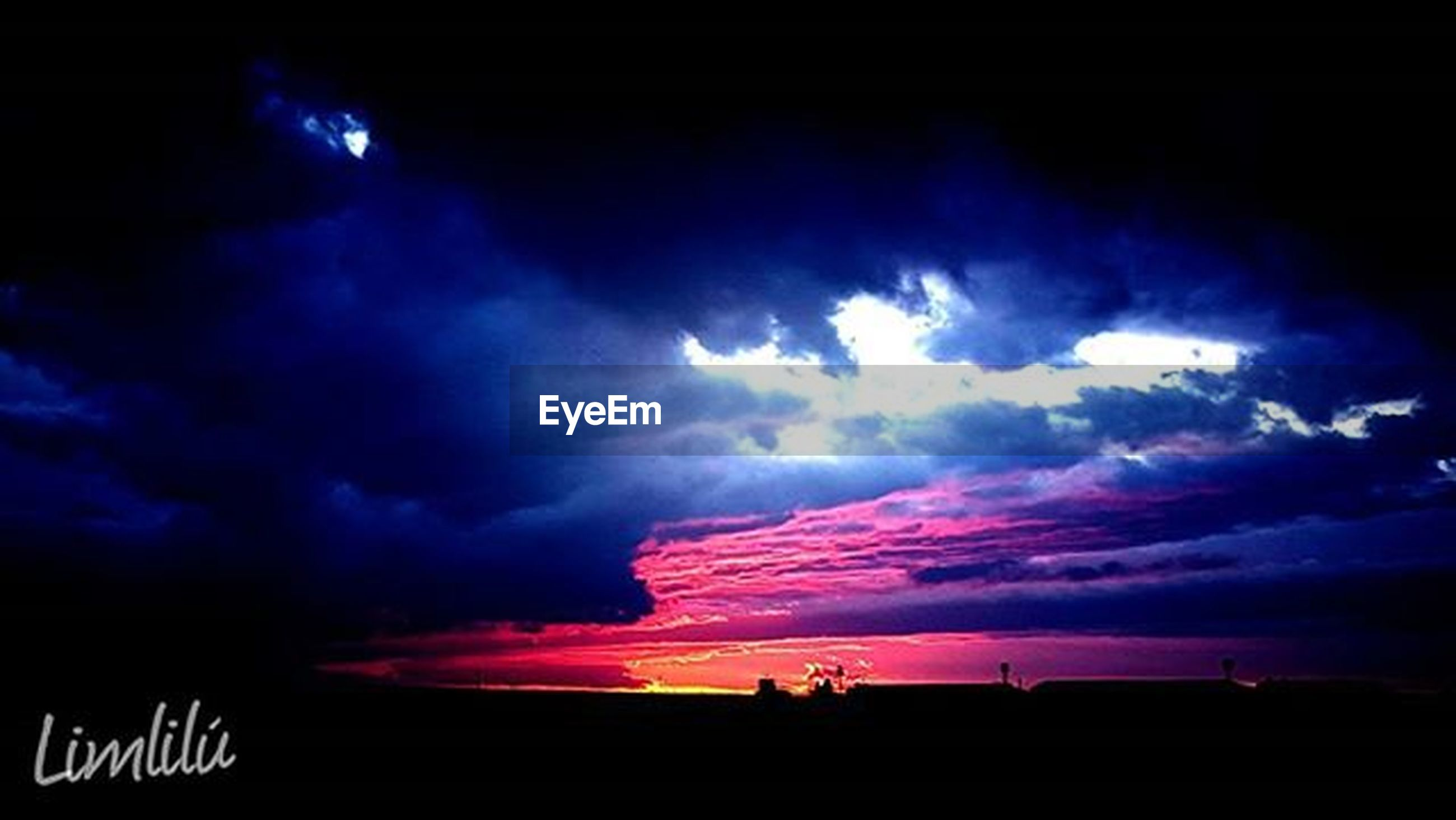 sky, silhouette, cloud - sky, cloudy, dramatic sky, scenics, beauty in nature, weather, storm cloud, sunset, overcast, tranquil scene, tranquility, dusk, atmospheric mood, low angle view, nature, cloud, idyllic, cloudscape