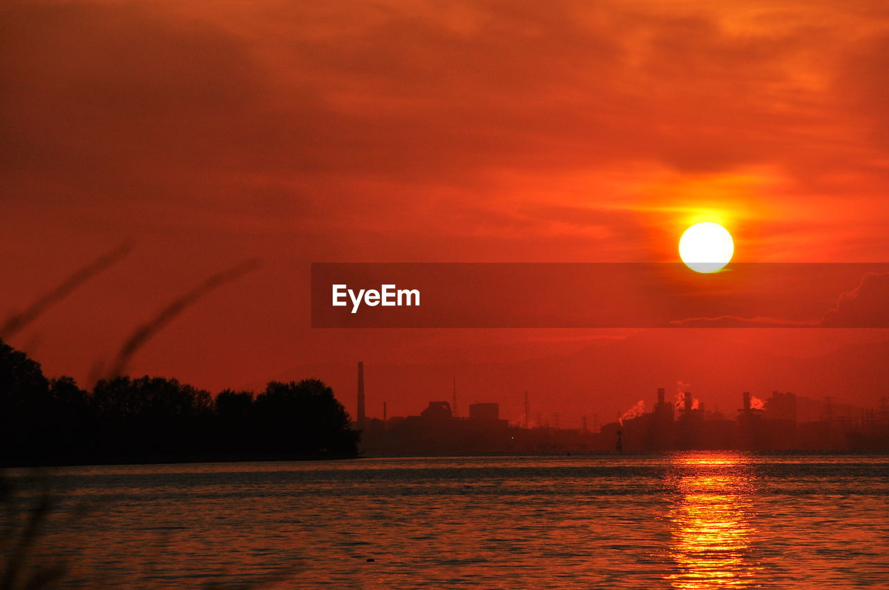 sunset, sun, orange color, beauty in nature, sky, nature, moon, no people, silhouette, scenics, water, tranquility, outdoors, tree