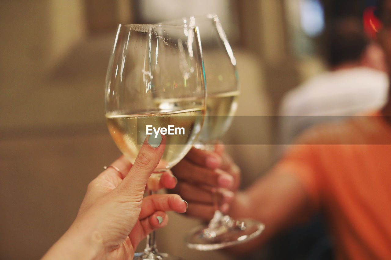 hand, human hand, real people, holding, human body part, women, focus on foreground, lifestyles, wine, glass, adult, alcohol, wineglass, people, men, refreshment, drink, leisure activity, body part, finger