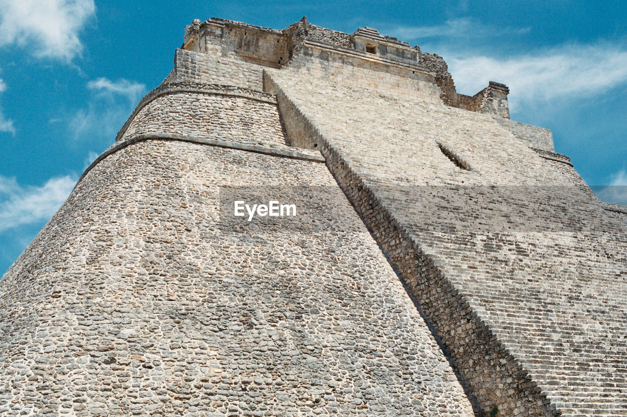 low angle view, architecture, history, the past, built structure, ancient, pyramid, sky, ancient civilization, cloud - sky, old ruin, travel destinations, archaeology, building exterior, day, stone material, outdoors, no people, fort