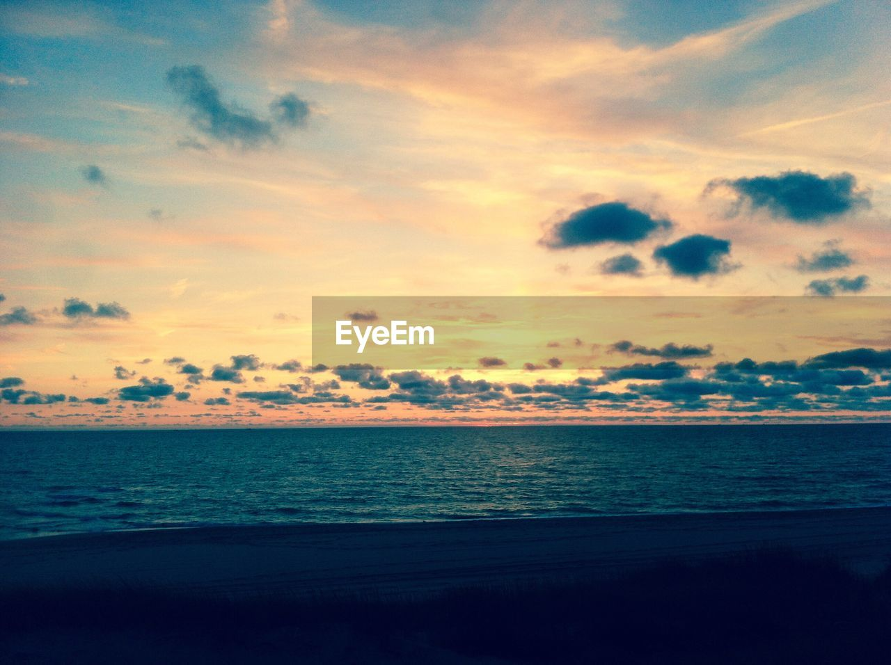 sea, sky, sunset, scenics, tranquil scene, water, beauty in nature, tranquility, nature, horizon over water, silhouette, idyllic, beach, no people, cloud - sky, outdoors, day