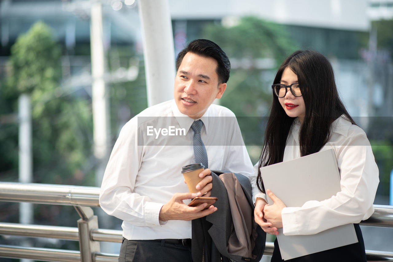 two people, business person, well-dressed, front view, business, men, businessman, real people, standing, formalwear, young adult, adult, cooperation, occupation, businesswoman, clothing, communication, focus on foreground, males, teamwork, coworker, outdoors