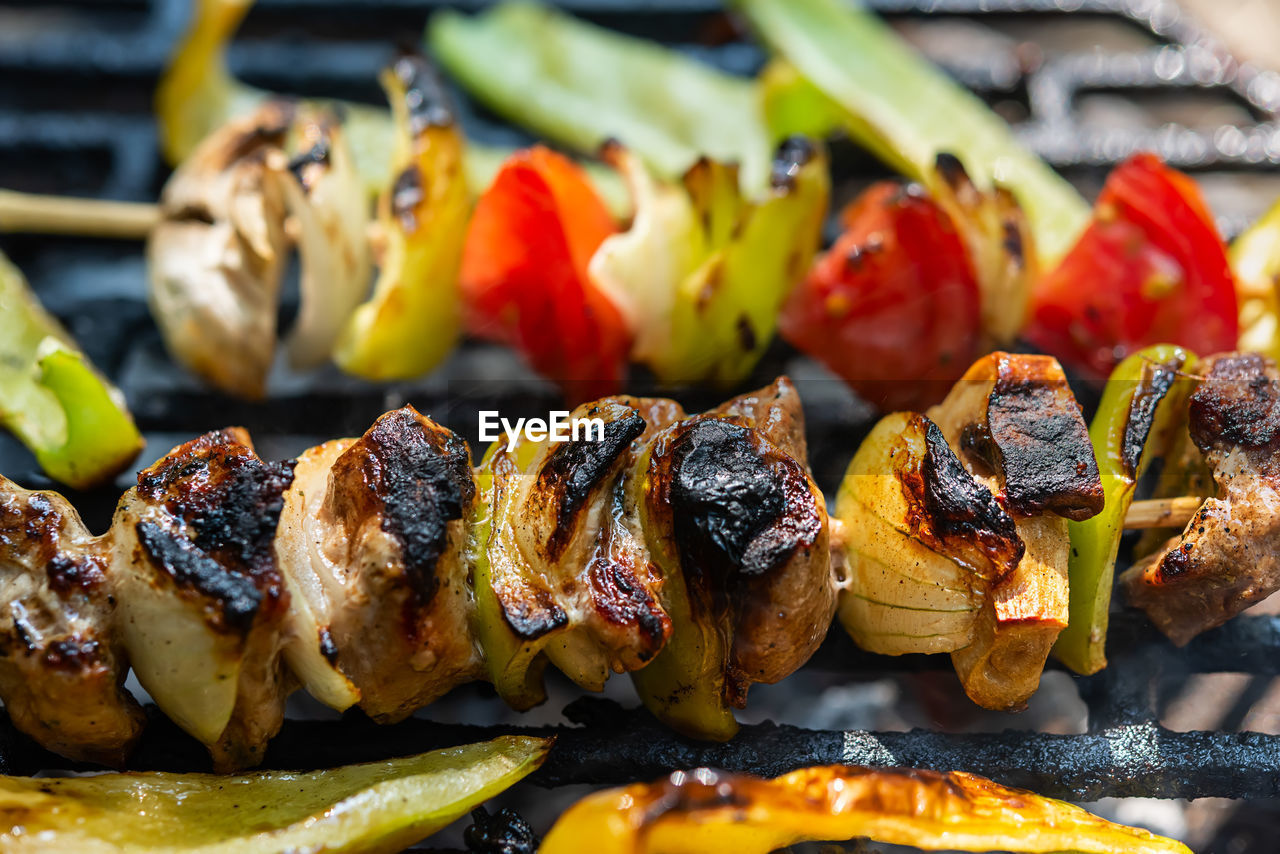 food and drink, food, freshness, ready-to-eat, close-up, still life, barbecue, no people, meat, healthy eating, grilled, vegetable, skewer, indoors, serving size, plate, wellbeing, focus on foreground, pepper, selective focus, temptation