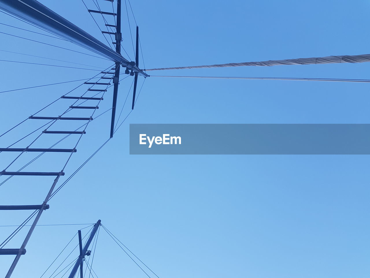 sky, clear sky, cable, blue, low angle view, connection, technology, electricity, no people, power supply, copy space, nature, day, fuel and power generation, power line, electricity pylon, built structure, architecture, outdoors, metal, directly below, telephone line, electrical equipment