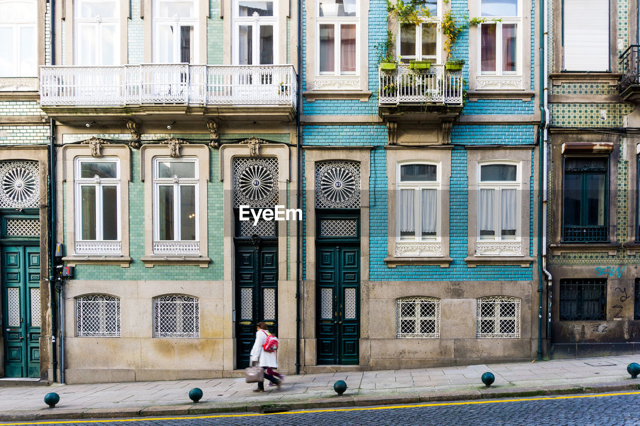 building exterior, architecture, real people, built structure, window, outdoors, day, walking, one person, full length, men, city, people