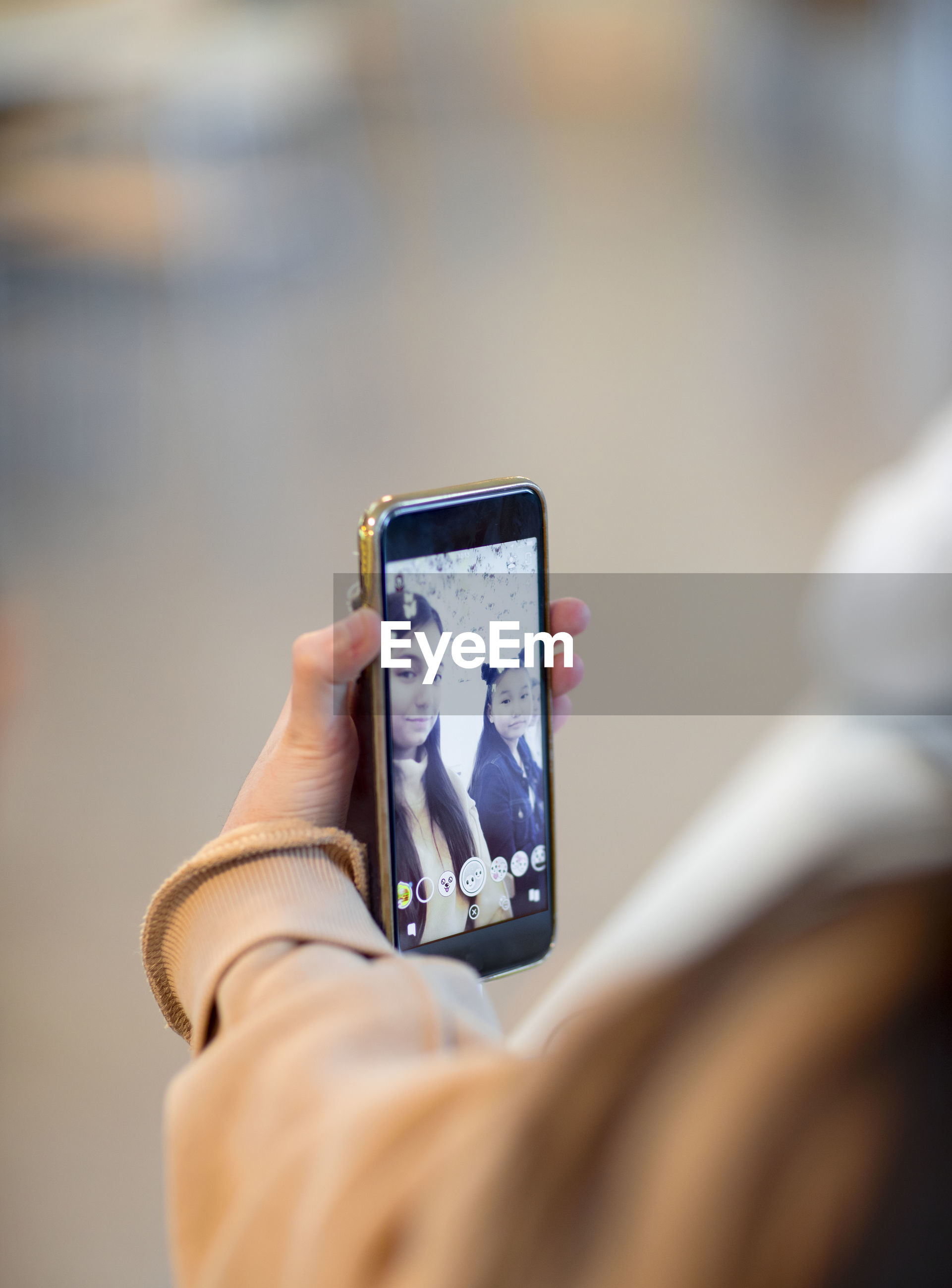 HUMAN HAND HOLDING CAMERA PHONE