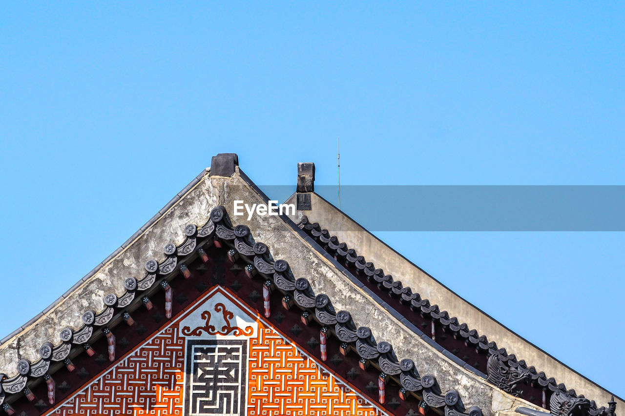architecture, built structure, building exterior, building, sky, clear sky, copy space, low angle view, blue, roof, day, no people, nature, high section, house, place of worship, religion, belief, pattern, window, outdoors, eaves, roof tile