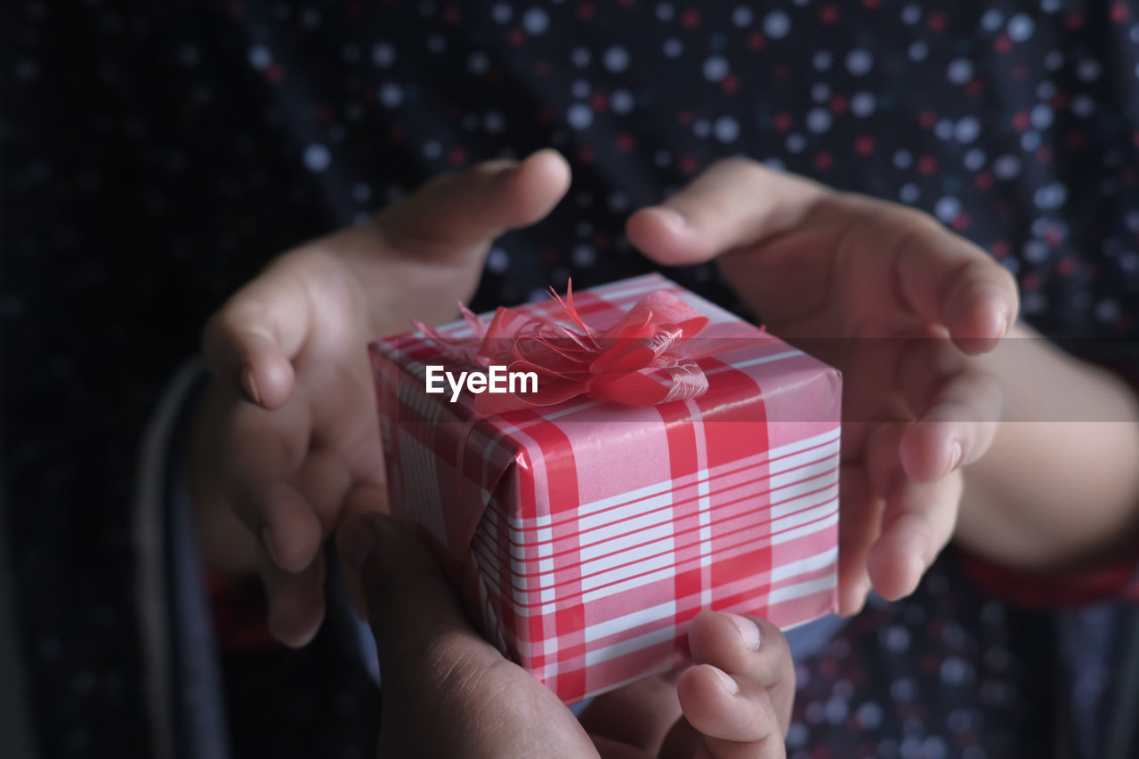 Man giving a gift to women