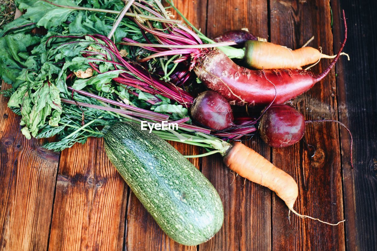HIGH ANGLE VIEW OF VEGETABLES ON WOODEN TABLE