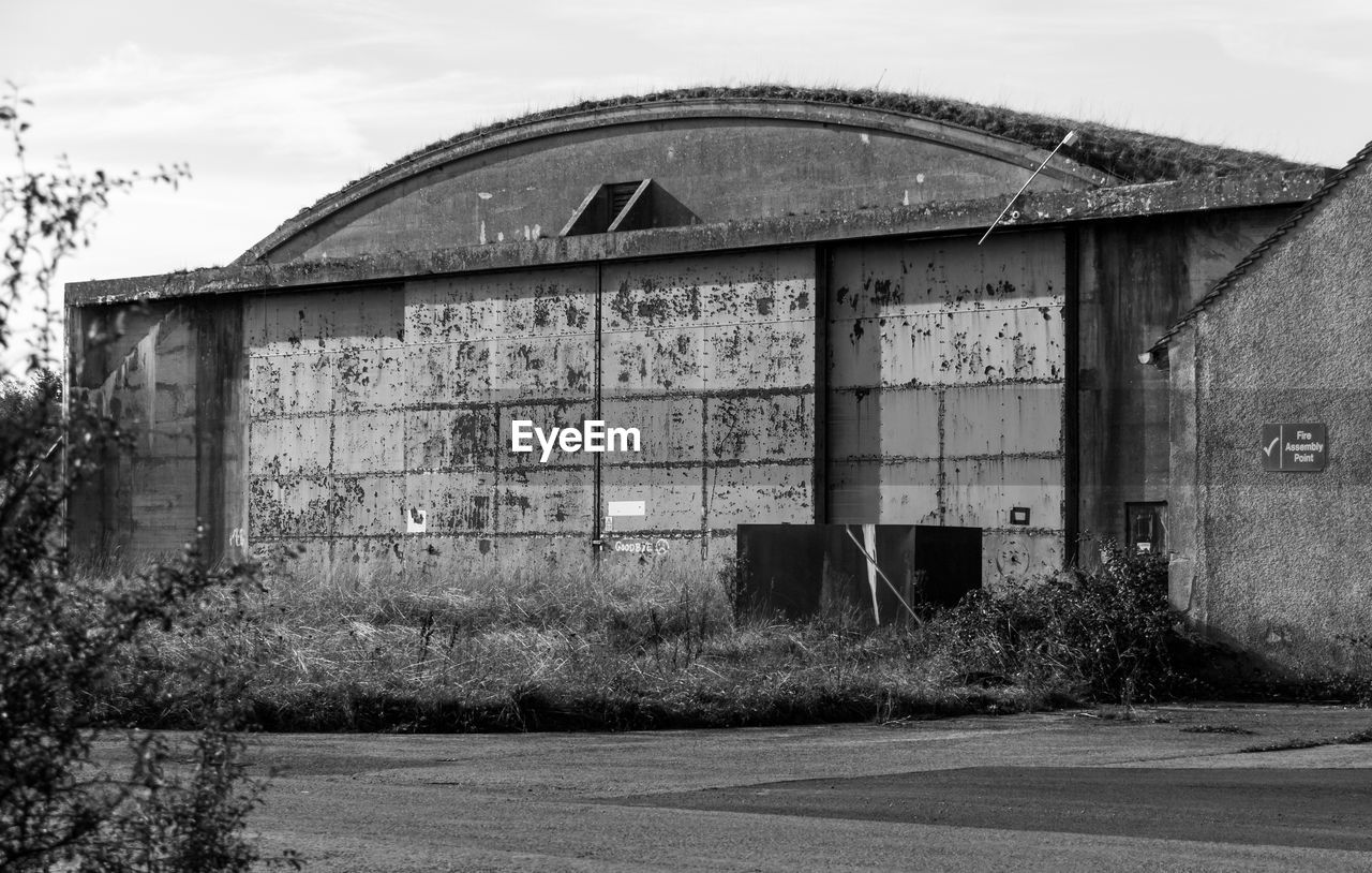 architecture, built structure, building exterior, no people, old, abandoned, nature, building, sky, damaged, plant, weathered, tree, day, run-down, land, obsolete, house, outdoors, deterioration, ruined