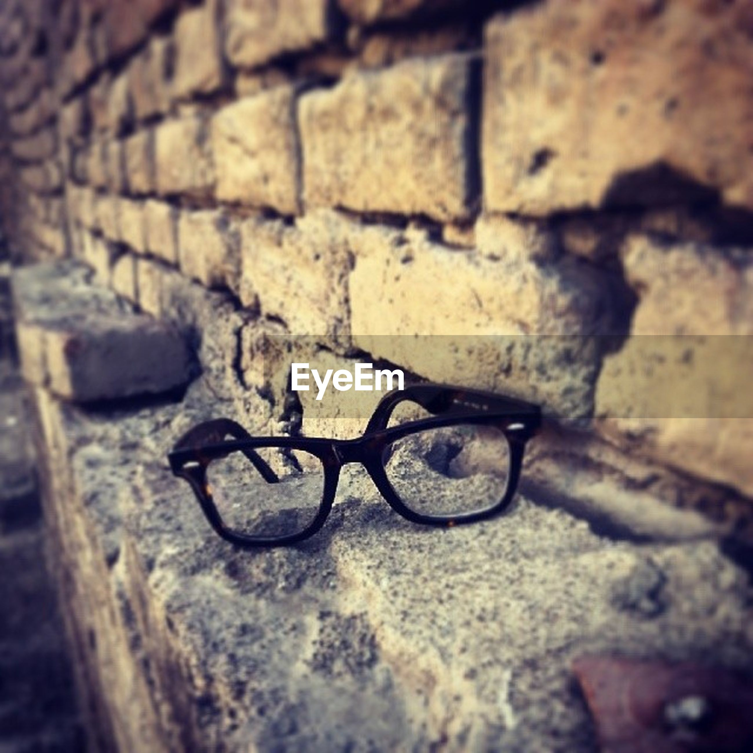 wall - building feature, selective focus, built structure, close-up, textured, wall, architecture, brick wall, shadow, bicycle, sunlight, stone wall, street, cobblestone, day, no people, metal, outdoors, old, abandoned