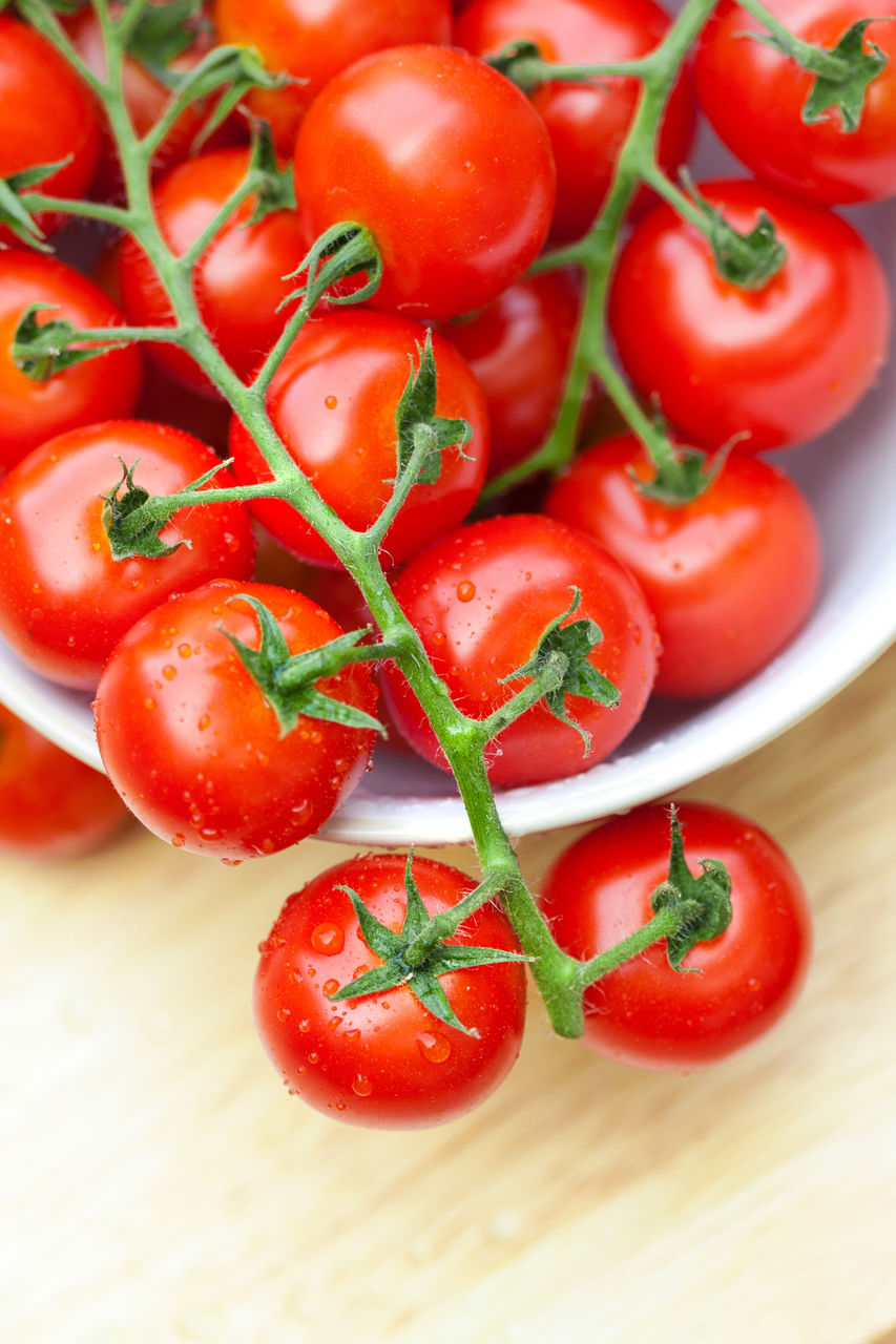Close-Up Of Wet Tomatoes In Bowl