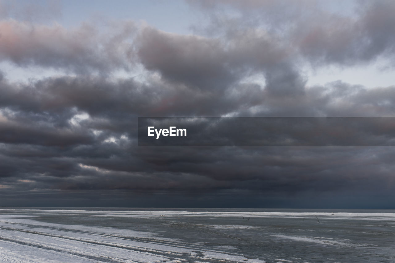 SCENIC VIEW OF DRAMATIC SKY OVER SEA