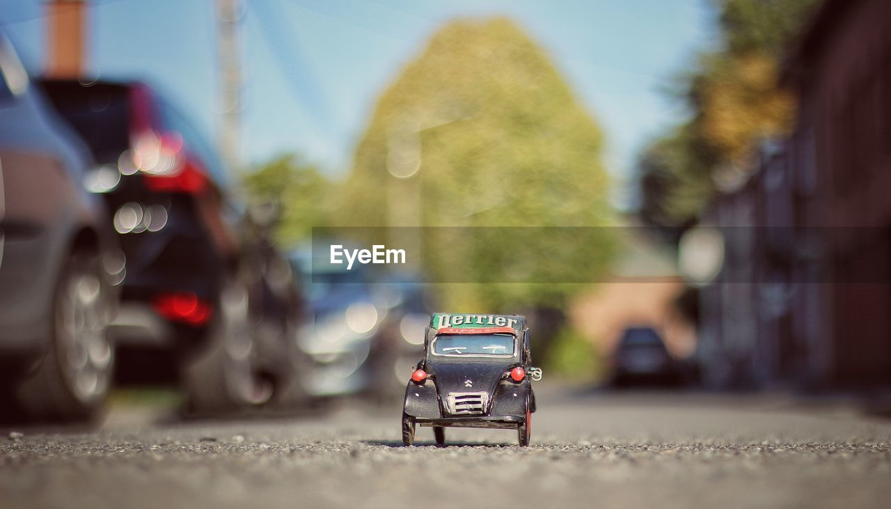 land vehicle, car, transportation, mode of transport, real people, street, road, outdoors, day, close-up