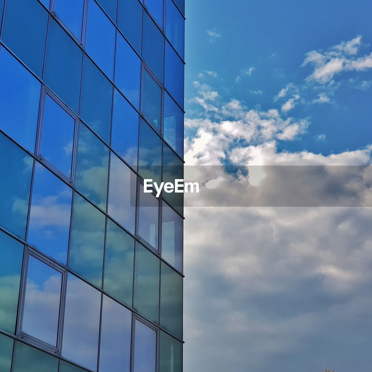 cloud - sky, built structure, architecture, sky, building exterior, building, office building exterior, office, city, glass - material, modern, no people, low angle view, nature, reflection, day, window, pattern, outdoors, geometric shape, skyscraper, glass