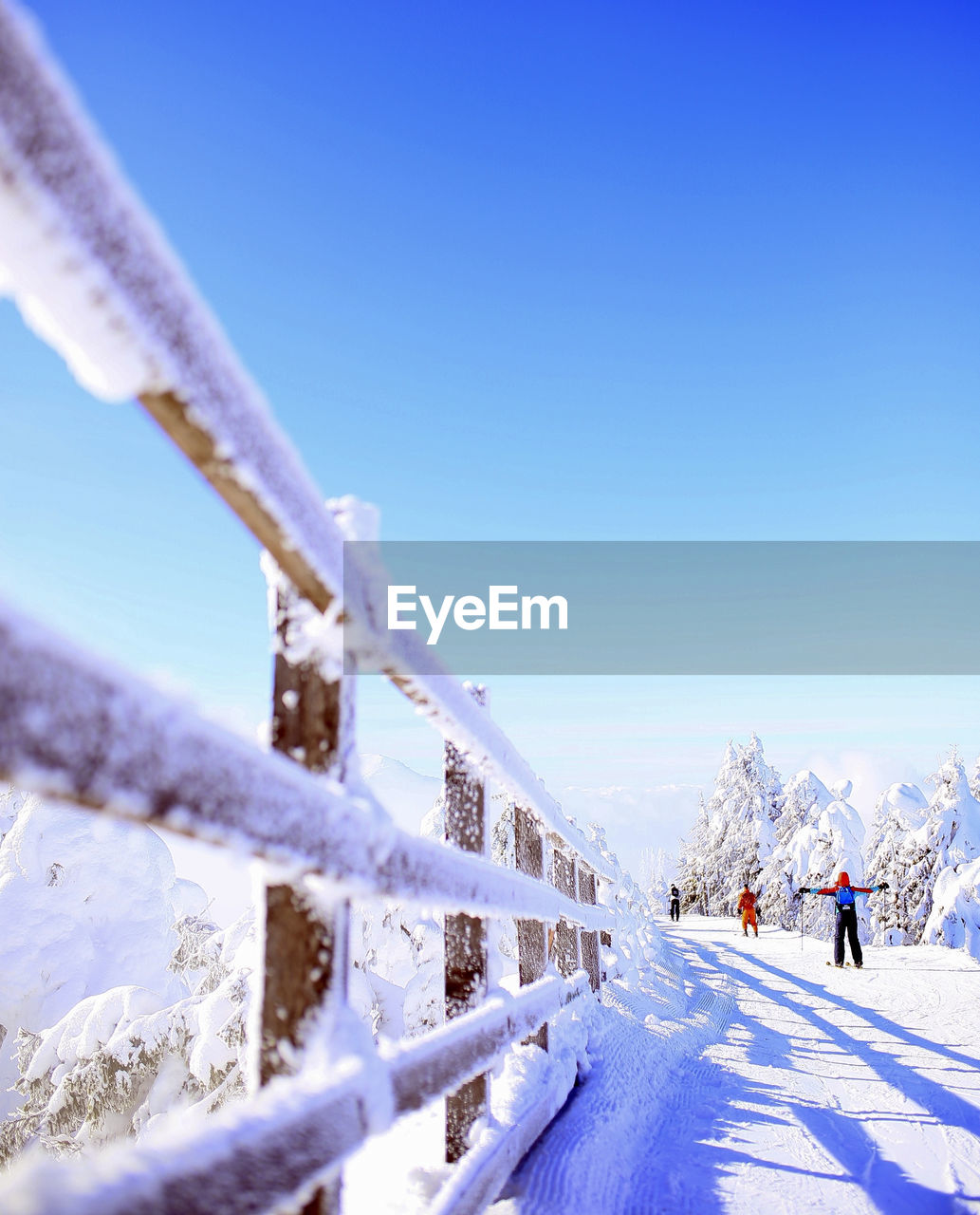 snow, winter, cold temperature, sky, covering, scenics - nature, nature, beauty in nature, sport, white color, day, clear sky, mountain, frozen, unrecognizable person, land, winter sport, leisure activity, copy space, outdoors, snowcapped mountain