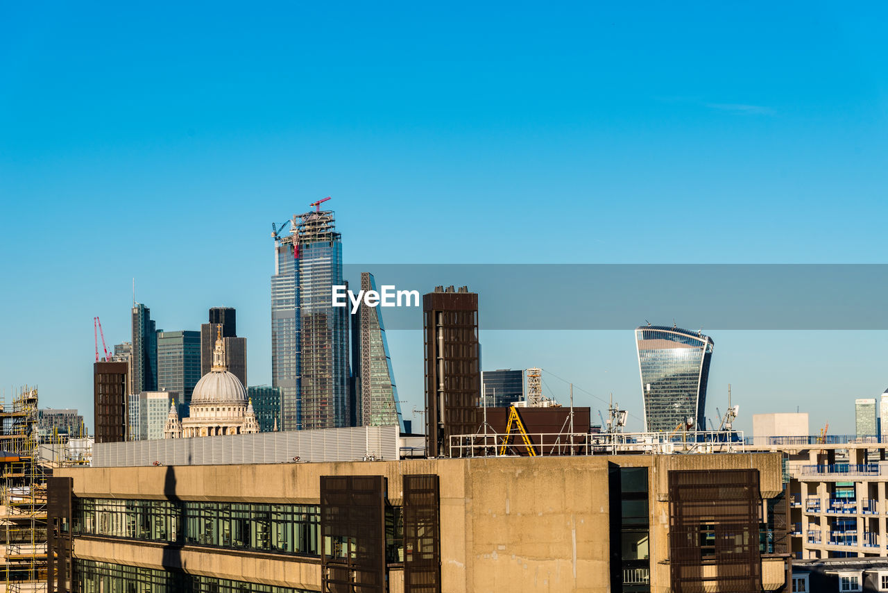 Cityscape of the city of london. high angle view a sunny day at sunset