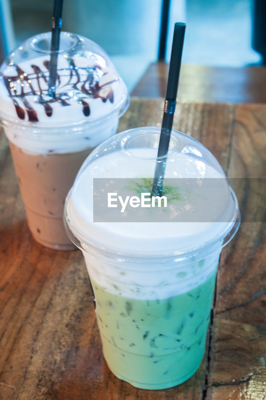 drinking straw, drink, food and drink, refreshment, focus on foreground, freshness, drinking glass, table, high angle view, close-up, disposable cup, jar, indoors, iced coffee, no people, day, ready-to-eat