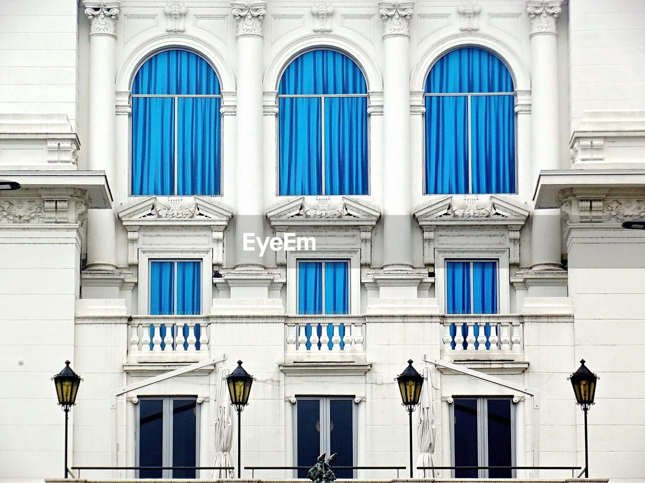 window, architecture, building exterior, built structure, day, no people, outdoors