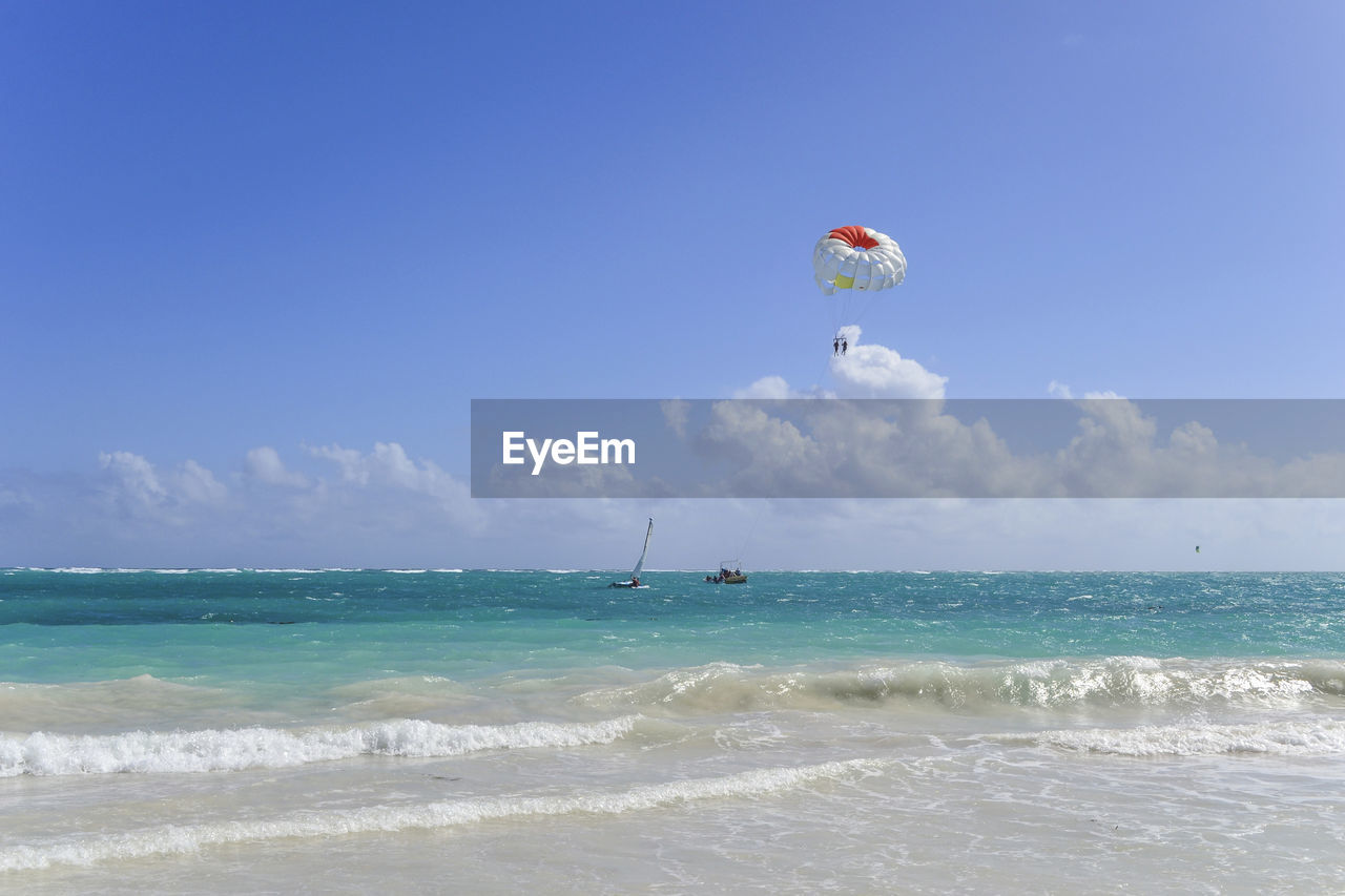 sea, adventure, parachute, horizon over water, extreme sports, water, leisure activity, real people, nature, beauty in nature, parasailing, one person, day, scenics, sky, sport, outdoors, vacations, lifestyles, blue, beach, paragliding, people