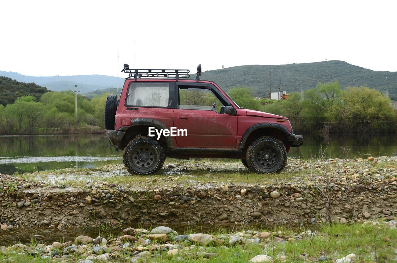 Side view of an off-road vehicle