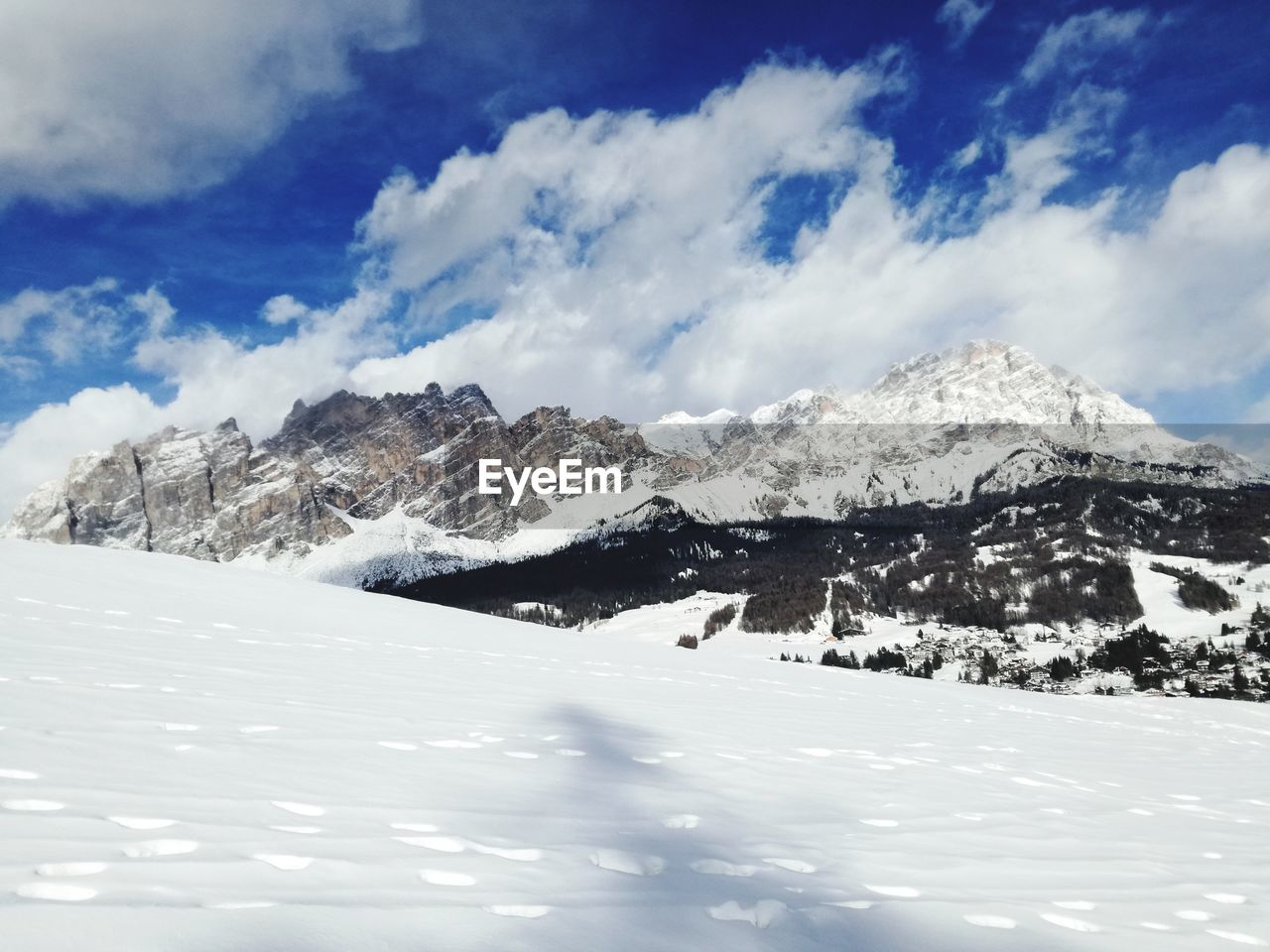 snow, winter, cold temperature, mountain, nature, white color, scenics, beauty in nature, tranquil scene, sky, tranquility, cloud - sky, weather, landscape, snowcapped mountain, outdoors, day, no people, mountain range