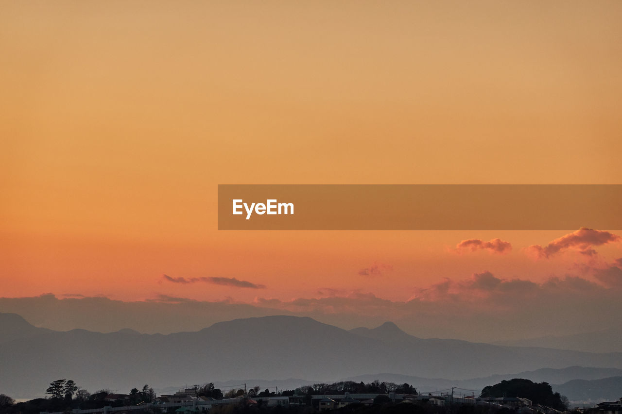 sky, sunset, orange color, scenics - nature, beauty in nature, tranquil scene, cloud - sky, tranquility, idyllic, mountain, silhouette, no people, copy space, nature, environment, outdoors, non-urban scene, mountain range, landscape, dramatic sky, romantic sky
