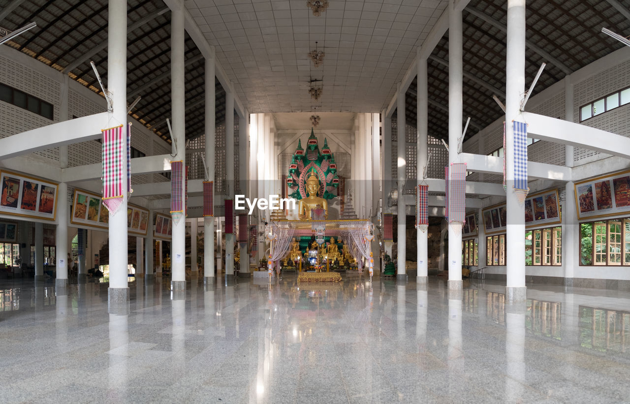 architecture, indoors, architectural column, building, reflection, illuminated, built structure, no people, arts culture and entertainment, flooring, travel destinations, lighting equipment, arcade, day, corridor, city, shopping mall, ceiling, luxury, tiled floor, entrance hall