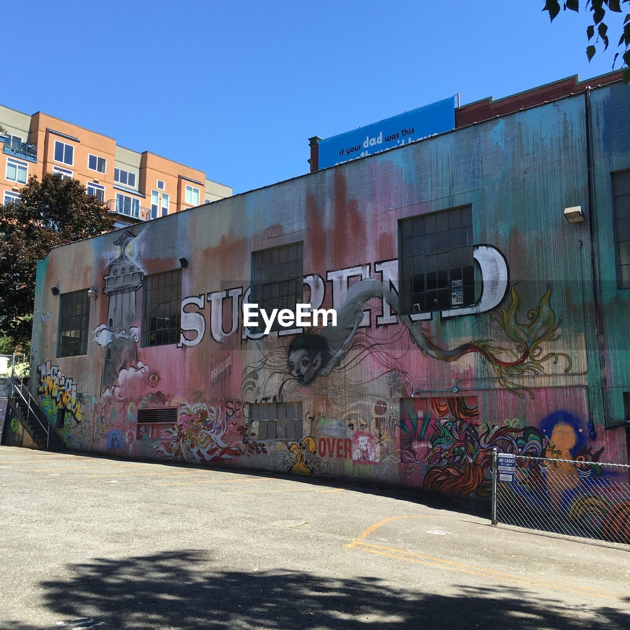 graffiti, architecture, built structure, building exterior, art and craft, outdoors, multi colored, day, sunlight, no people, clear sky, sky