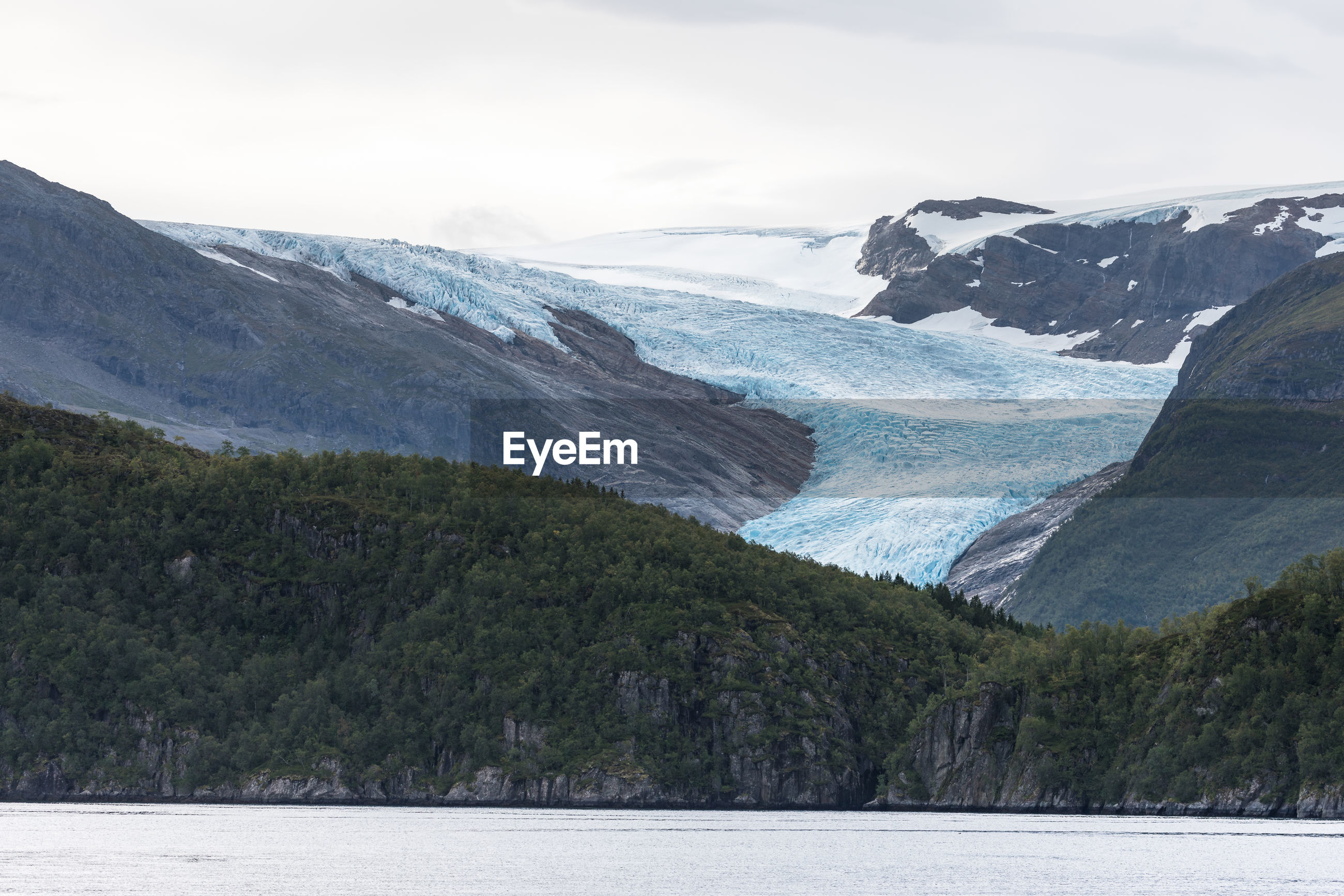 SCENIC VIEW OF LAKE AGAINST MOUNTAIN