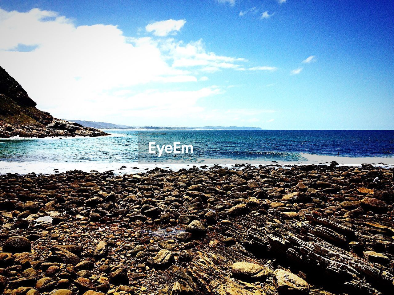 sea, beach, horizon over water, sky, no people, nature, tranquility, day, tranquil scene, beauty in nature, scenics, water, outdoors, pebble beach, close-up