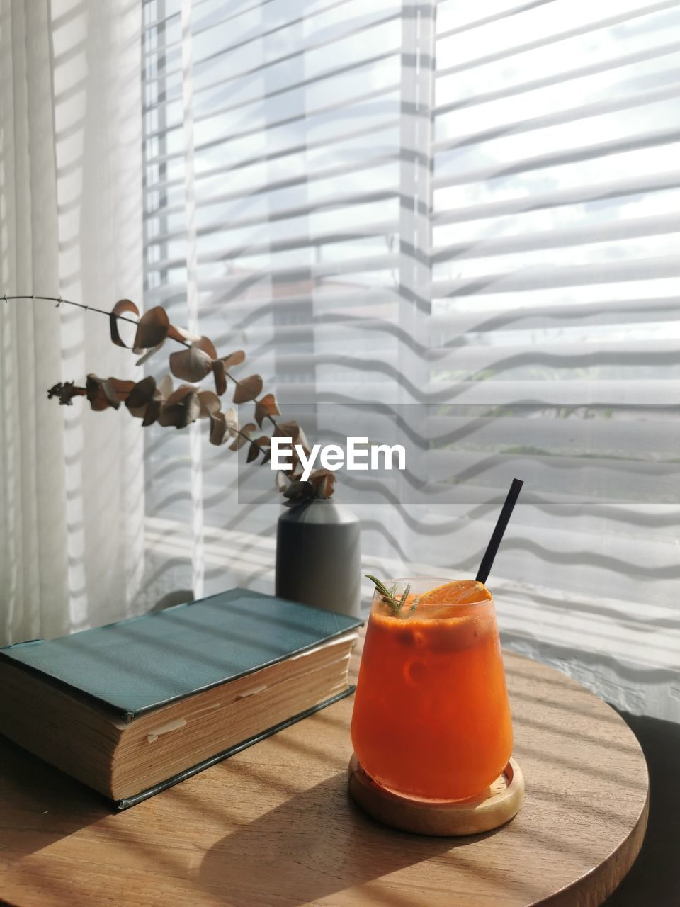 CLOSE-UP OF DRINK ON GLASS WINDOW