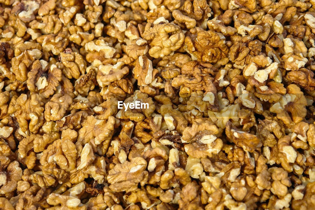 food, food and drink, wellbeing, healthy eating, raisin, freshness, abundance, close-up, oats - food, full frame, seed, dried fruit, large group of objects, backgrounds, cereal plant, no people, fruit, breakfast, dried food, indoors, snack