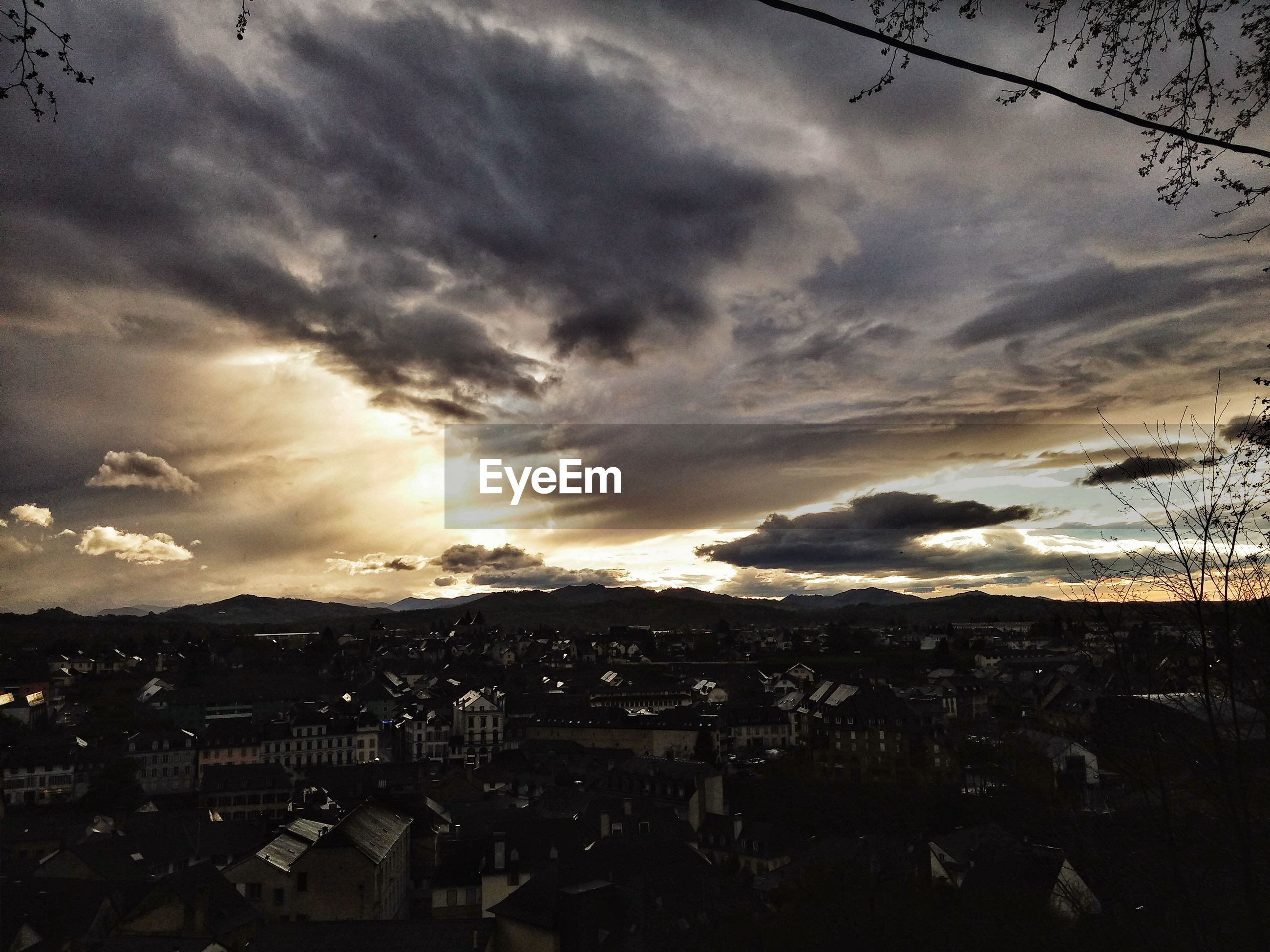 sky, cloud - sky, cloudy, sunset, scenics, cloud, landscape, building exterior, tranquil scene, beauty in nature, built structure, architecture, overcast, weather, nature, tranquility, cityscape, dusk, dramatic sky, high angle view