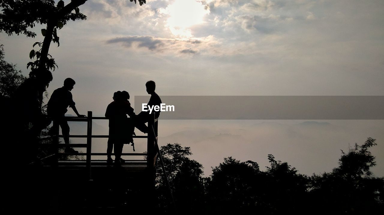 sky, silhouette, tree, group of people, real people, plant, cloud - sky, men, sunset, nature, togetherness, lifestyles, beauty in nature, people, leisure activity, adult, women, bonding, outdoors, positive emotion